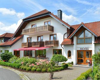Rhön-Hotel Sonnenhof - Restaurant & Café - Poppenhausen (Hesse) - Building