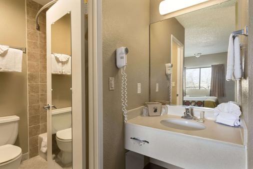 Super 8 Ridgecrest - Ridgecrest - Bathroom