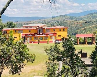 Hotel Fernandos - Tlalpujahua de Rayón - Building