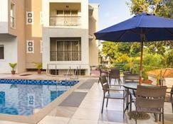 La Vida Residency Suites - Arpora - Uima-allas