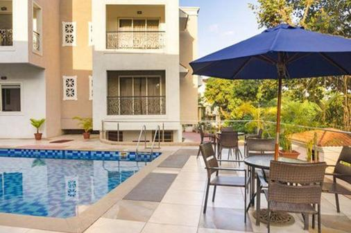La Vida Residency Suites - Arpora - Piscina