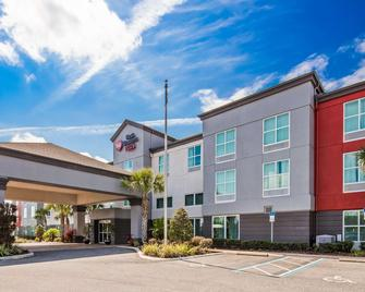 Best Western Plus Chain of Lakes Inn & Suites - Leesburg - Building