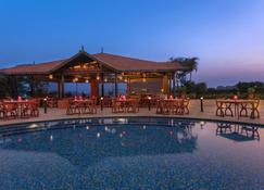 Sheraton Grand Pune Bund Garden Hotel - Pune - Bể bơi