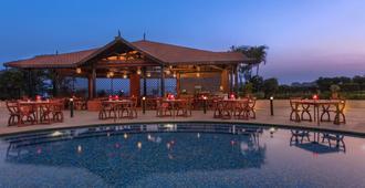 Sheraton Grand Pune Bund Garden Hotel - Pune - Pool