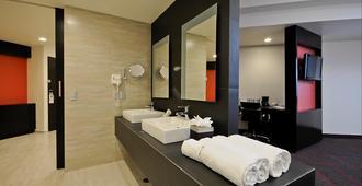 Holiday Inn Mexico Dali Airport - Mexico City - Bathroom