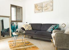 Ahlan Hospitality - Nazareth - Living room
