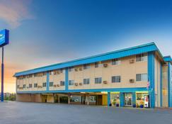 Baymont by Wyndham Roseburg - Roseburg - Building