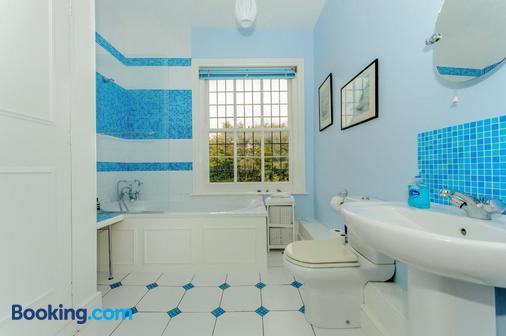 Foy House - Folkestone - Bathroom