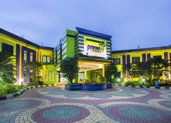 Primebiz Hotel Karawang - Cikampek - Gebouw