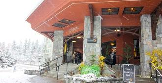 Sundial Boutique Hotel - Whistler - Hotel entrance
