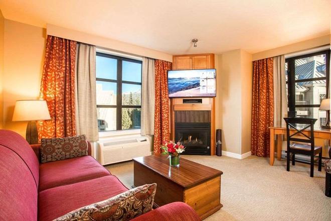 Sundial Boutique Hotel - Whistler - Living room