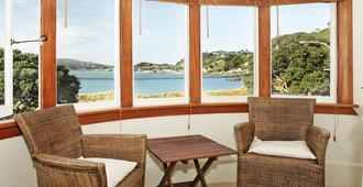 Beachfront Wellington Bed And Breakfast - וולינגטון - סלון