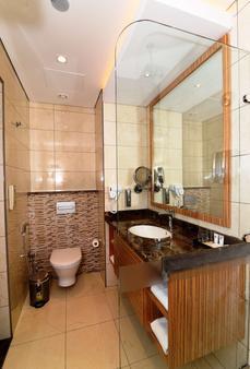 Best Western Plus Pearl Creek - Ντουμπάι - Μπάνιο