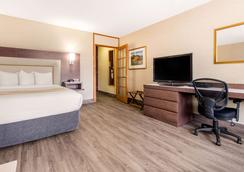Quality Inn & Suites - Gatineau - Bedroom