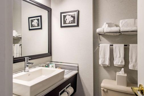 Quality Inn & Suites - Gatineau - Bathroom