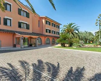Hotel Villa Luigi - Martinsicuro - Building