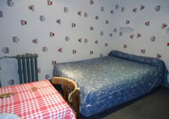 Hotel Des Arts Montmartre - Paris - Bedroom