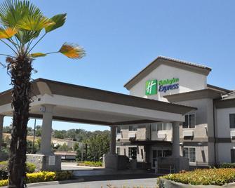Holiday Inn Express & Suites Jackson - Jackson - Building