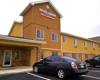 White House Suites - Plainfield - Building