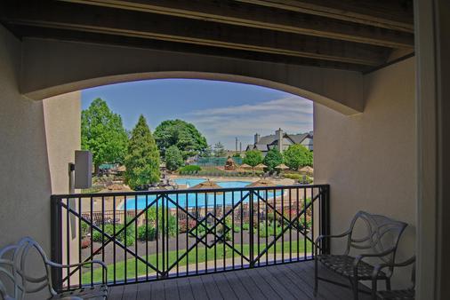Eden Resort & Suites - Lancaster - Parveke