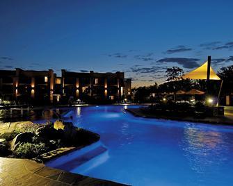 Eden Resort and Suites, BW Premier Collection - Ланкастер - Басейн