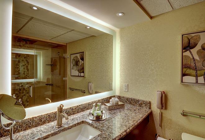 Eden Resort & Suites - Lancaster - Μπάνιο