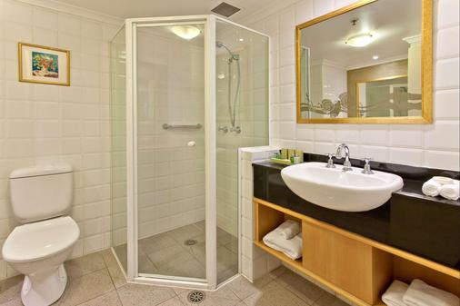 Radisson Hotel & Suites Sydney - Sydney - Bathroom