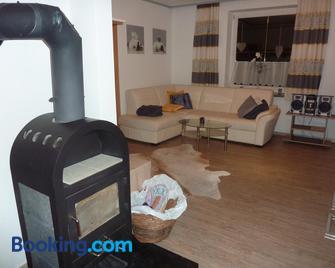 Ferienwohnung Blick auf die Buchensteinerwand - Hochfilzen - Living room