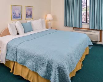 Americas Best Value Inn & Suites Bluffton - Bluffton - Спальня