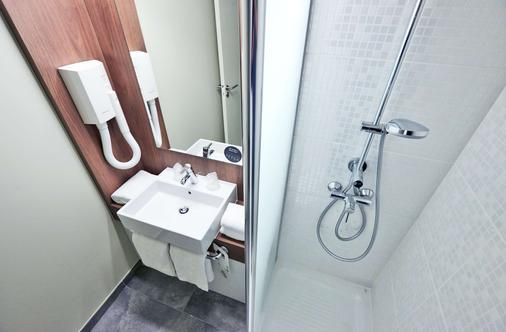 Campanile Nancy Centre - Gare - Nancy - Bathroom