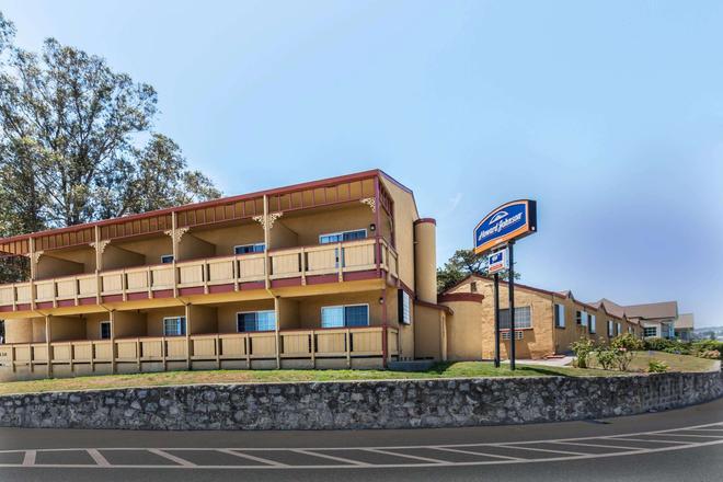 Howard Johnson by Wyndham Santa Cruz Beach Boardwalk - Santa Cruz - Edificio