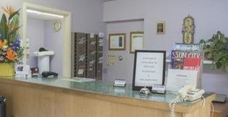 Sun Dek Motel - Medicine Hat - Front desk