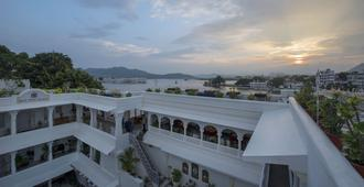 Jagat Niwas Palace - אודאיפור - חוף
