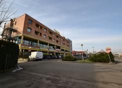 Sun Hotel - Rubiera - Building