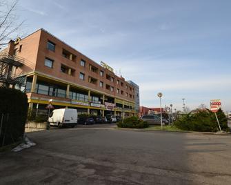 Sun Hotel - Rubiera - Gebäude