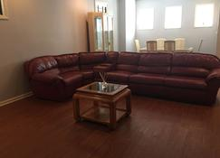 Just Minutes from Downtown Chicago - Chicago - Living room