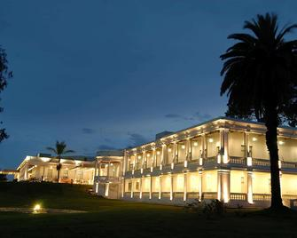 Howard Johnson Sierras Hotel And Casino - Alta Gracia - Gebäude