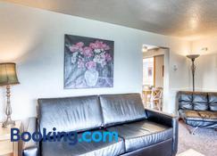 Beaches Inn Buccaneer Bay Bungalow - Cannon Beach - Sala de estar