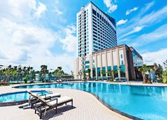 Muong Thanh Luxury Can Tho Hotel - Can Tho - Piscina