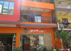 Garnet Hotel - El Nido - Toà nhà