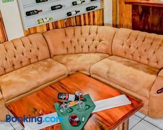 Monteverde Villa Lodge - Santa Elena - Huiskamer