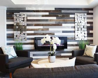 Microtel Inn & Suites by Wyndham York - York - Lobby