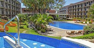 Irazu Hotel & Studios - San José - Piscina