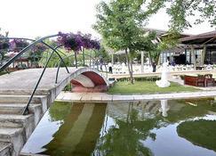 Hotel Bellevue - Skopje - Außenansicht