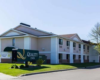 Quality Inn - Grand Forks - Gebouw