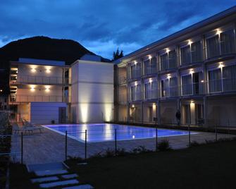 Hotel Vischi - Domaso - Zwembad