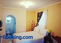 Lynn's Guest House - Bulawayo - Bedroom
