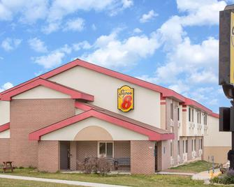 Super 8 by Wyndham Sheboygan WI - Sheboygan - Building