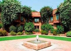 Faisalabad Serena Hotel - Faisalabad - Byggnad