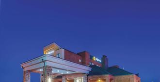 La Quinta Inn & Suites by Wyndham Philadelphia Airport - Essington